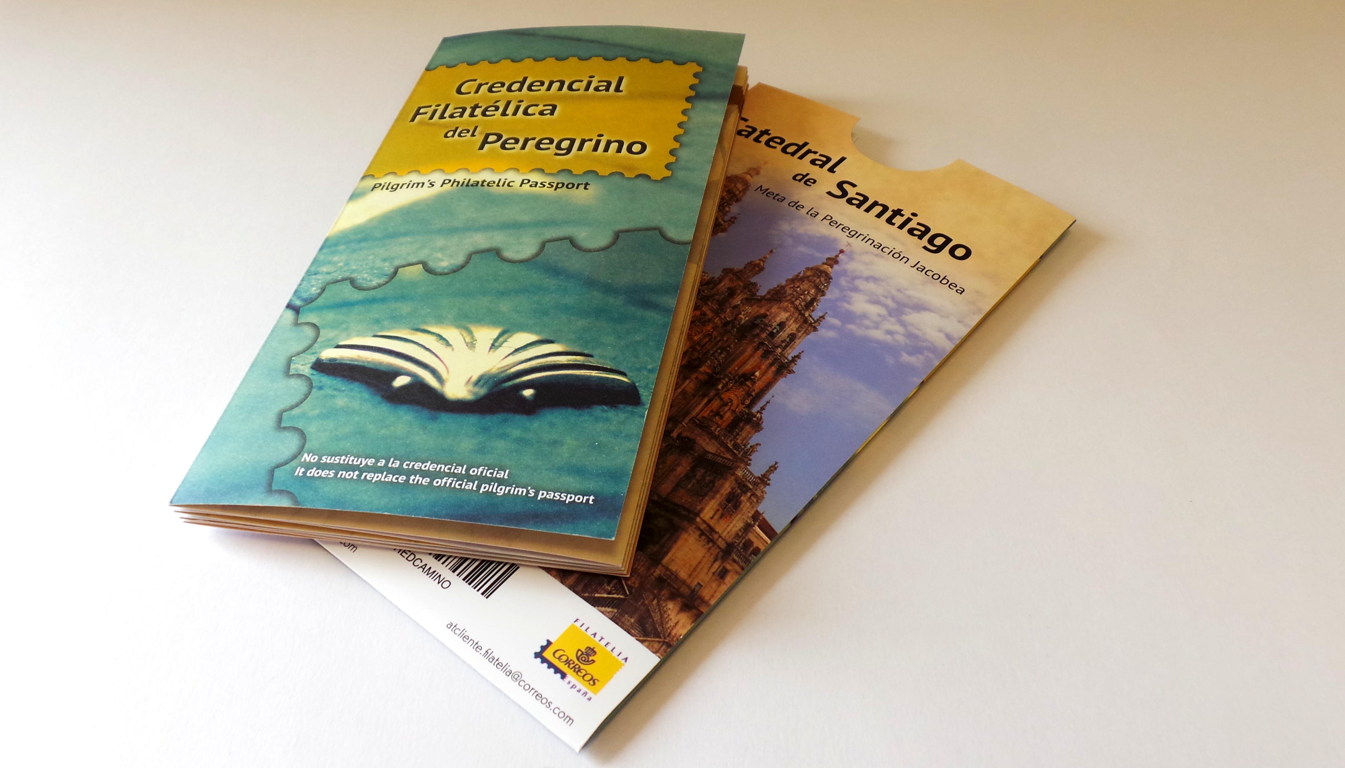 Estuche y credencial filatélica de Correos para el Camino de Santiago