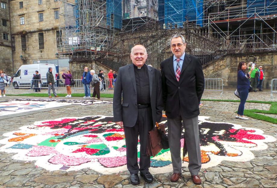 El deán, Segundo Pérez, junto a Ángel Pérez en el Obradoiro