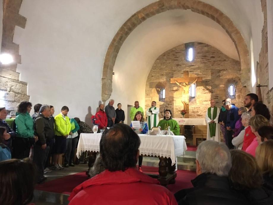 Bendición y misa del peregrino en la iglesia de O Cebreiro