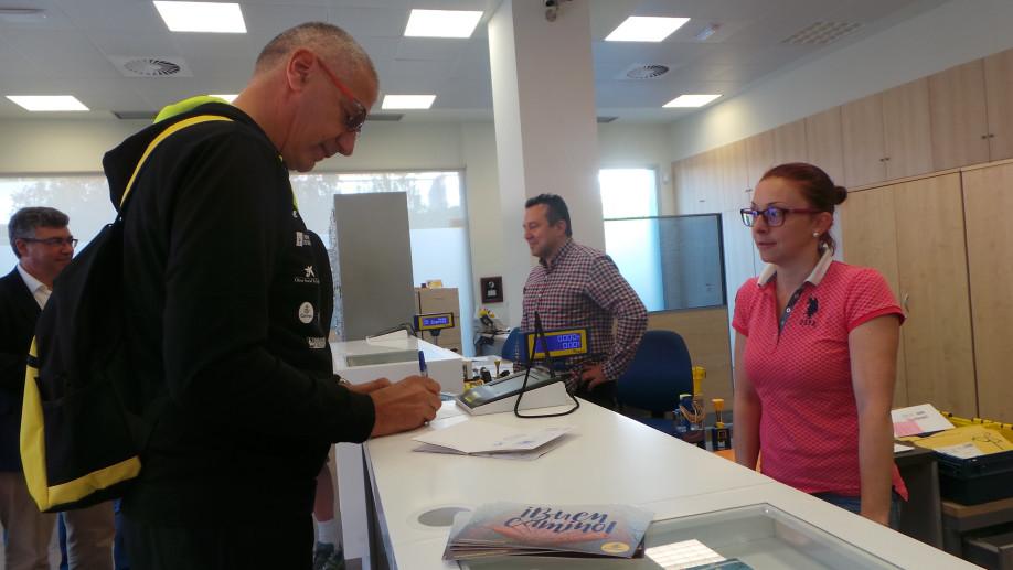 petrovic sella la credencial en la oficina de correos