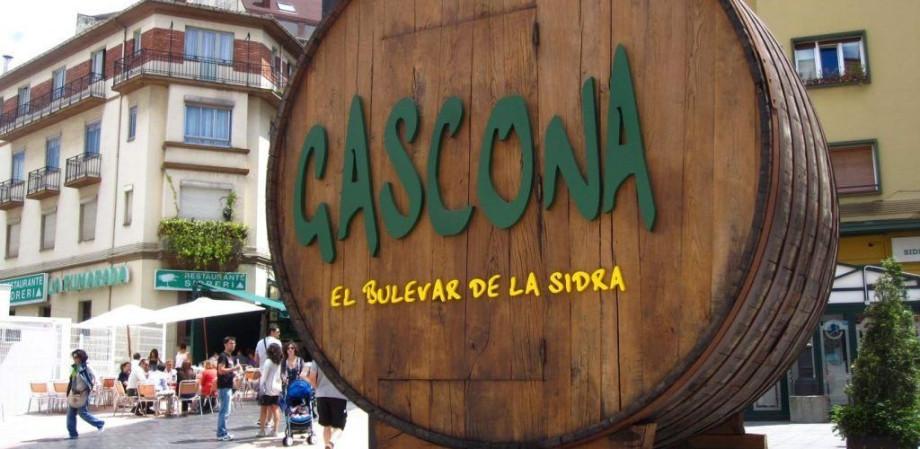 Calle Gascona en Oviedo, más conocida como el boulevard de la sidra