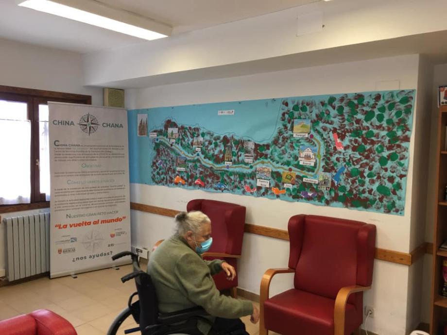 Mural con el recorrido del Camino de Santiago realizado por escolares de Biescas