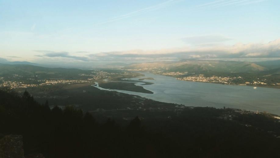Desembocadura del río Miño desde A Guarda, punto de inicio del Camino Portugués de la Costa en Galicia