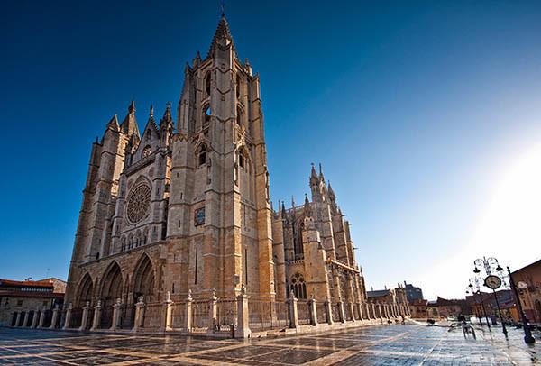 Catedral de León monumentos en el camino de santiago