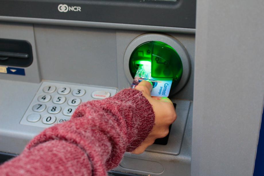 Con la Tarjeta Correos Prepago puedes retirar dinero en efectivo de cualquier cajero Mastercard