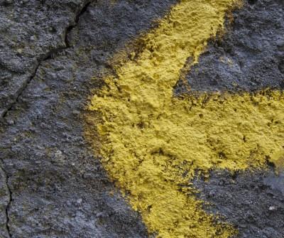 Flecha amarilla en el Camino Francés entre Arzúa y O Pedrouzo