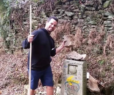 Peregrino recorriendo la etapa Arzúa - O Pedrouzo del Camino Francés