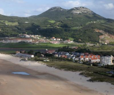 Playa de Berria en el Camino del Norte