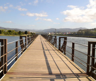 Puente de madera en Navia, Camino del Norte