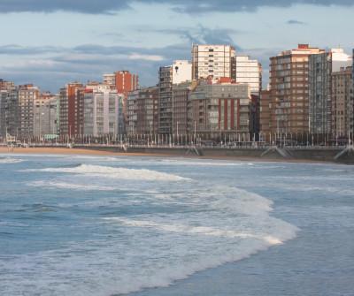 Bahía de Gijón, en el Camino del Norte