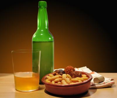 Sidra, bebida típica asturiana y vasca