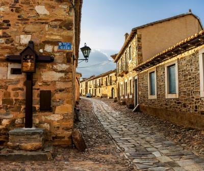 Castrillo de los Polvazares, entre Astorga y Foncebadón