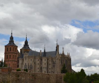 Vista de la Catedral de Astorga y el Palacio Episcopal
