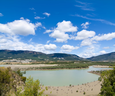 Embalse de Yesa, en el Camino Francés por Aragón