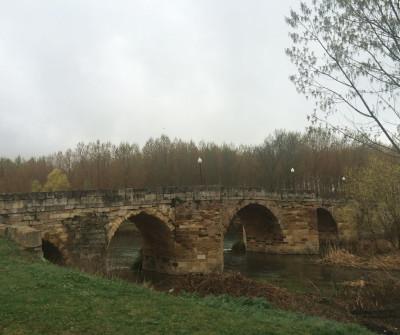Puente romano de Terradillos de los Templarios en el Camino Francés