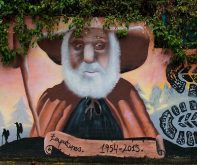Dibujo en Sarria del icónico peregrino Zapatones