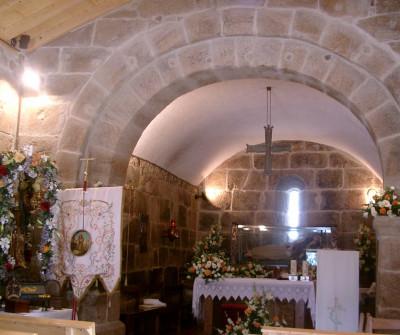 Interior de la Capela da Madalena en el Camino Portugués