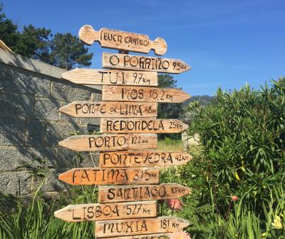 Señales en Tui indican el Camino Portugués