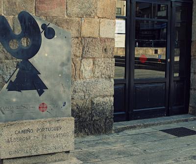 Peregrino Xacobeo en el albergue de Redondela, Camino Portugués