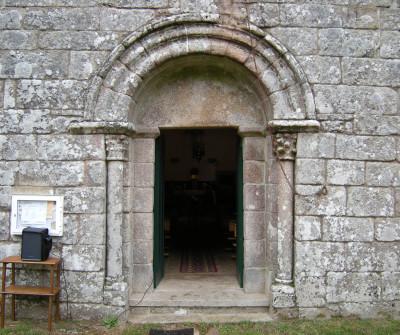 Entrada de la iglesia de San Romao de Retorta