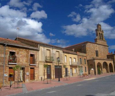 Plaza mayor de Tábara, en el Camino Sanabrés
