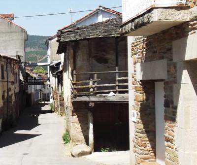 Calles de Laza, en el Camino Sanabrés