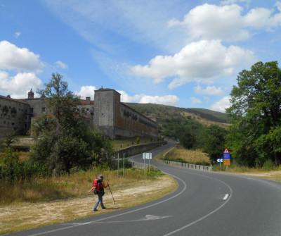 Peregrinando  llegando a Oseira por el Camino Sanabrés