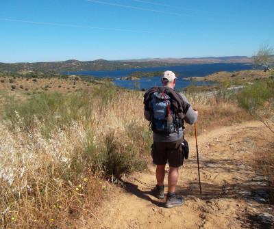Peregrino caminando en Vía de la Plata